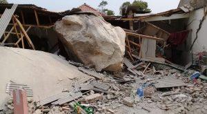 Bukan Meteorit, Warga Purwakarta Dihujani Batu Besar 7 Rumah Rusak