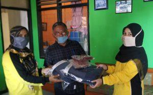 Yulian Irsyafri Bantu APD dan Masker untuk Warga Dua Kecamatan