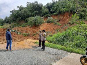 Tertimbun Longsor, Jalan Kabupaten di Sukasari Tak Bisa Dilalui